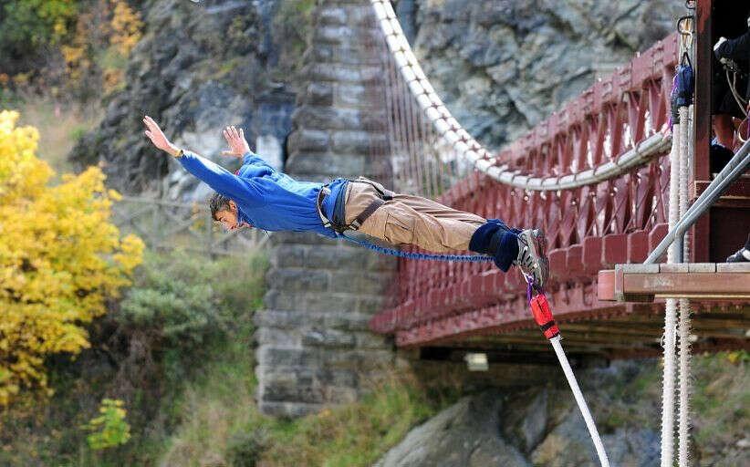 Банджи джампинг — прыжок с моста на резинке