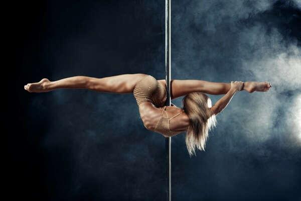 Заниматься poledance