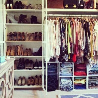 Очень-очень много одежы