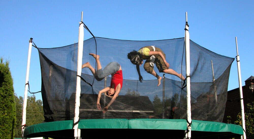 Целый день прыгать и веселиться на батуте