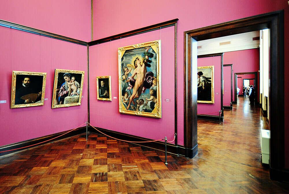 Посетить художественную галерею