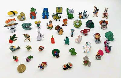 waf-waf — деревянные значки, браслеты и металлические пины