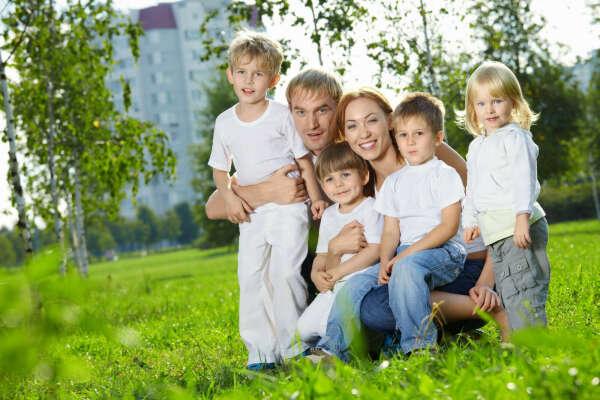 Четверо своих детей