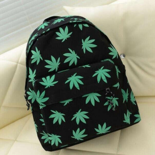 Рюкзак с нарисованными листьями марихуаны