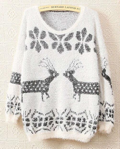 Белый пушистый свитер.