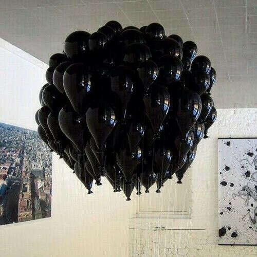 тучу черных шариков