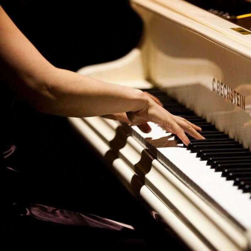 Научиться игре на фортопиано