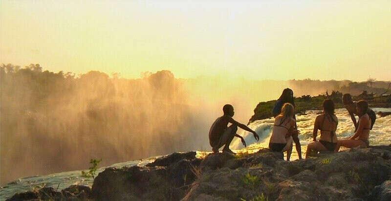 Искупаться в  The Devil's Pool (Зимбабве)
