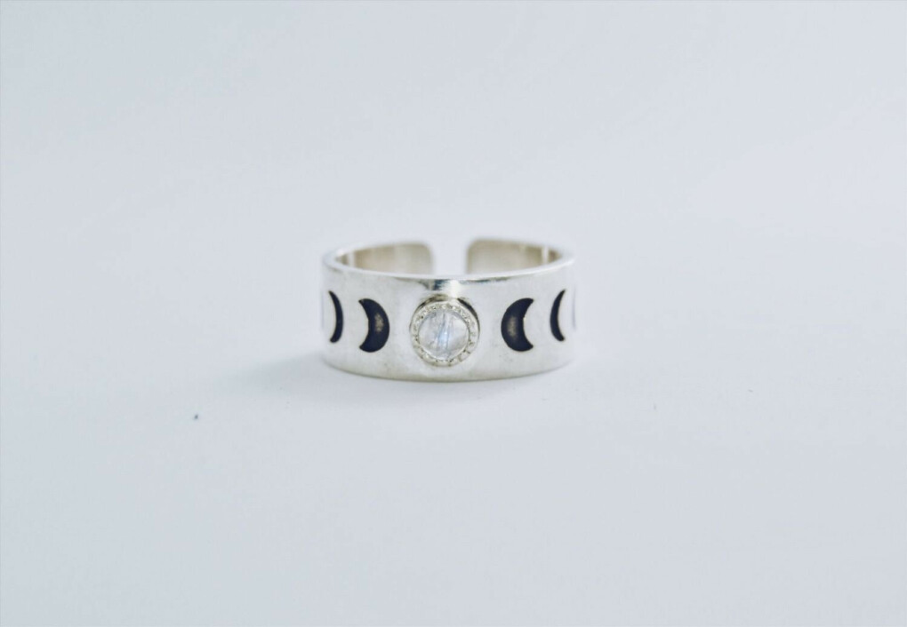 Серебряное кольцо с адуляром (лунный камень)!