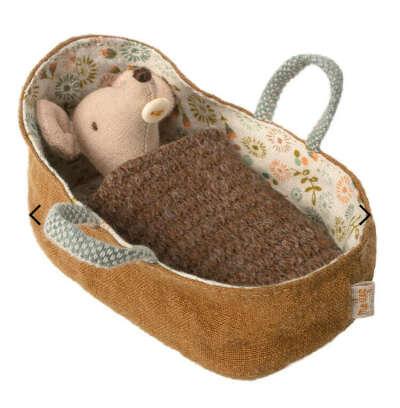 Новорожденный мышонок