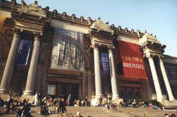 Посетить Метрополитен-музей в Нью-Йорке