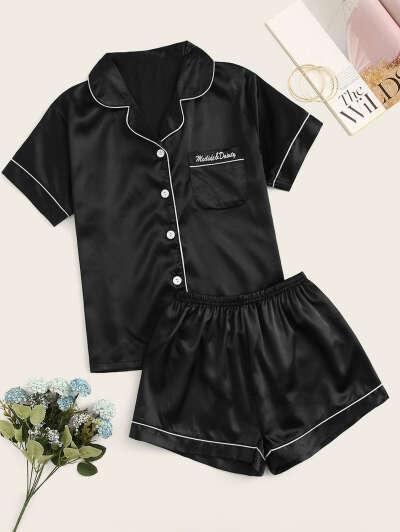 Атласная пижама с пуговицами и текстовой вышивкой