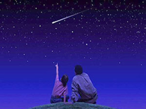 12 августа — Персеиды Метеорный дождь Персеиды — один из наиболее ярких звездопадов года. Его пик приходится на 12 августа. Персеиды — наверняка, самый популярный звездопад в году. Тому есть несколько причин: во-первых, как уже упоминалось — яркость. При
