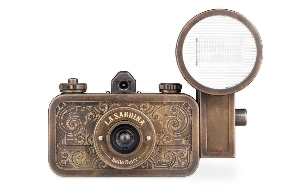 La Sardina Belle Starr 35mm Wide-Angle Metal Camera with Flash