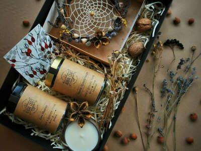 Подарочный набор (2 баночки чая из диких трав, свеча, ловец снов)