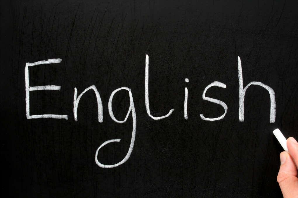 Свободно владеть английский языком