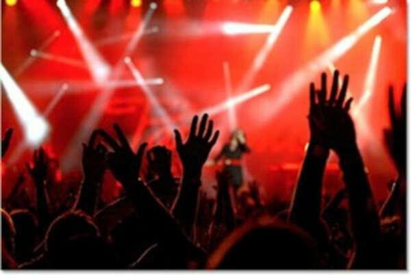 билет на концерт любимой группы или исполнителя