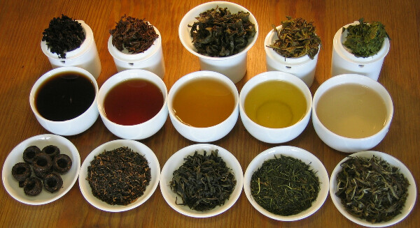 Много разного вкусного чая!