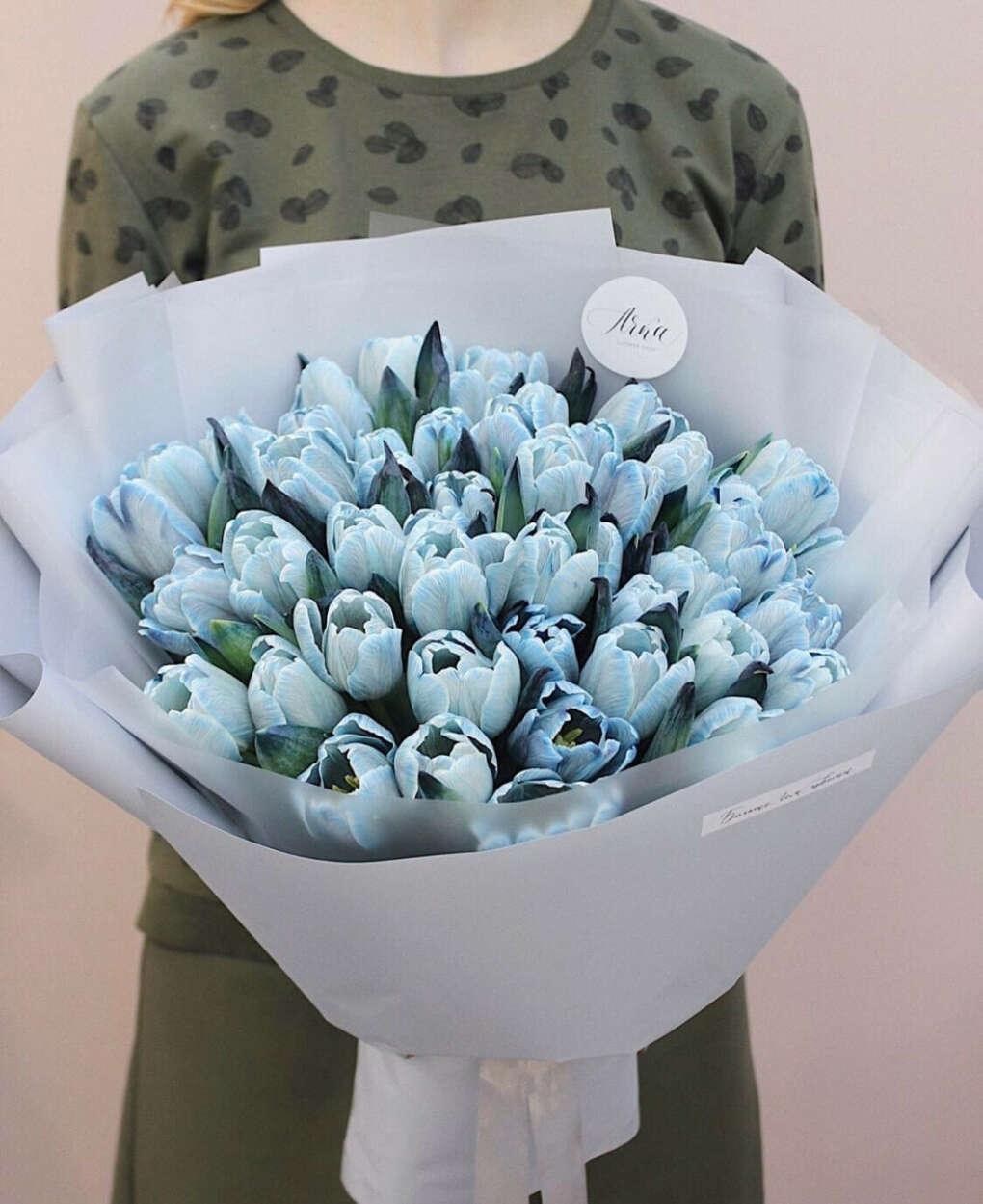 Букет из голубых тюльпанов