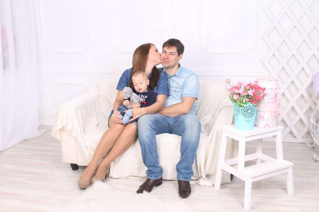 Быть счастливой мамой и женой)))