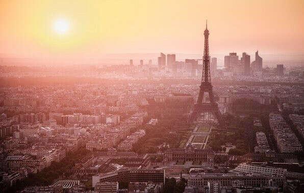 встретить утро в Париже