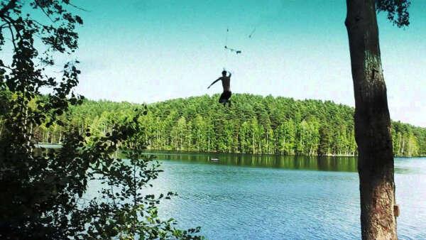 Прыгнуть с тарзанки в воду