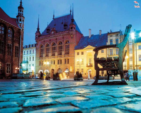 Поехать в Польшу.