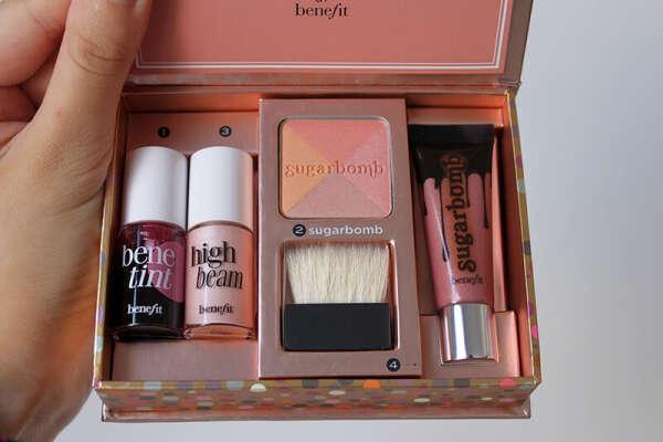 BENEFIT Набор для макияжа губ и щечек Sugarlicious