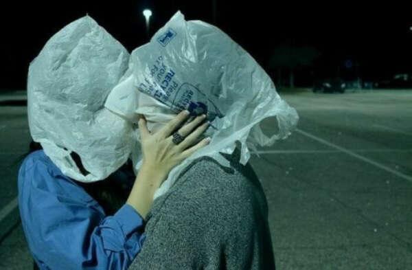 поцеловаться через пакет