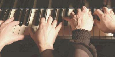 Сыграть с кем-нибудь в 4 руки на фортепиано.