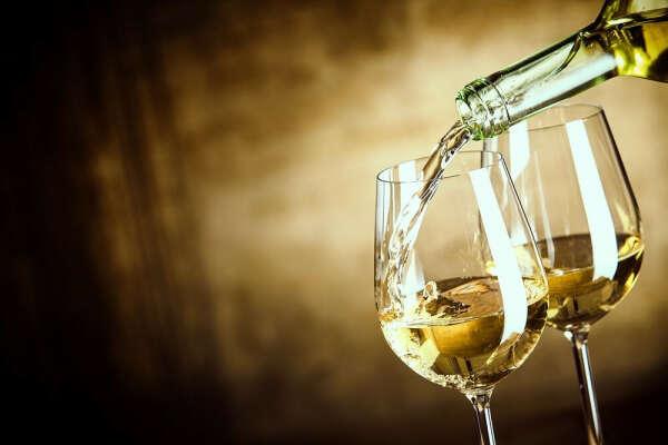 Сухое белое вино
