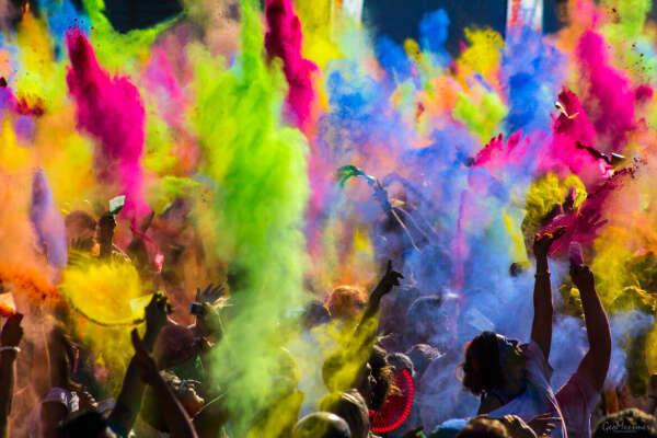 Попасть на Холи (Фестиваль красок)
