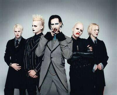Попасть на концерт Marilyn Manson.