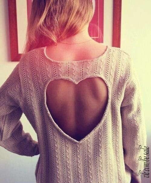 Свитер с вырезом - сердечком на спине