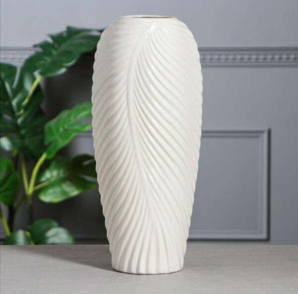 Большую белую вазу для цветов