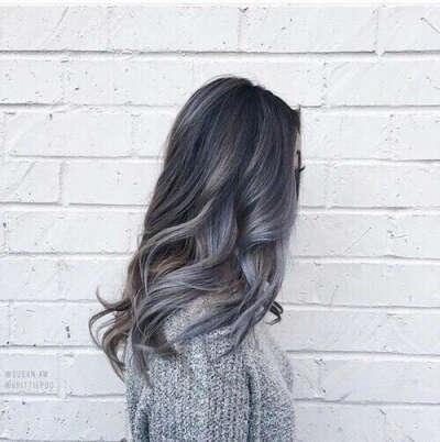 Протонировать волосы в серый цвет