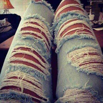 Сделать порванные джинсы самой :)