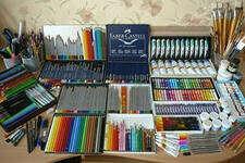 Большой набор красок и других художественных пренадлежностей