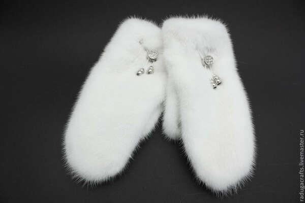 белые кроличьи варежки