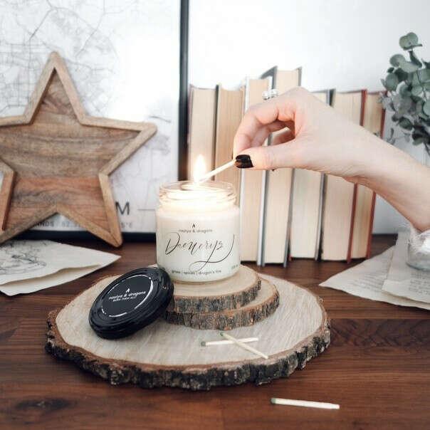 Дейенерис - ароматическая соевая свеча