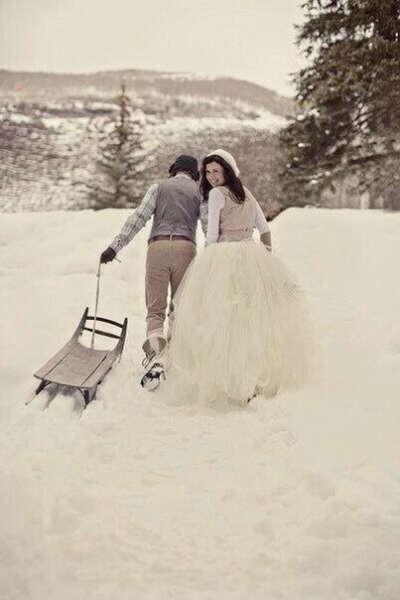 Зимняя фотосессия с любимым в лесу