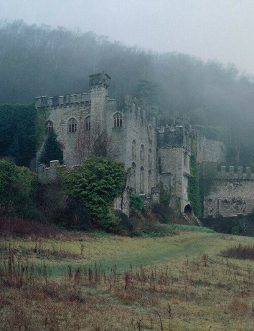 Побывать в старом заброшенном замке