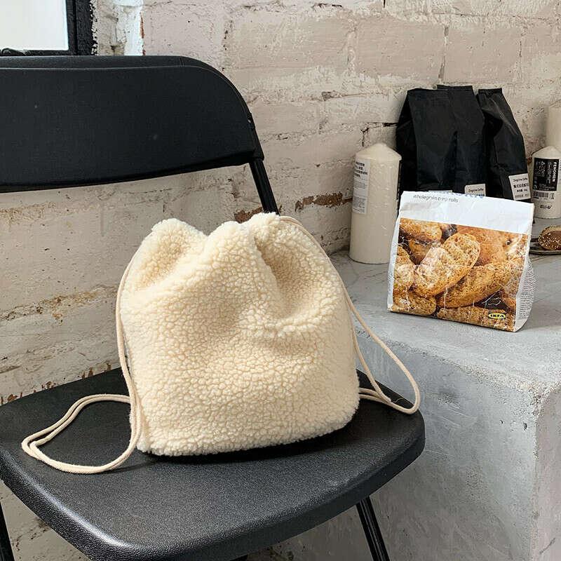 плюшевая сумка через плечо