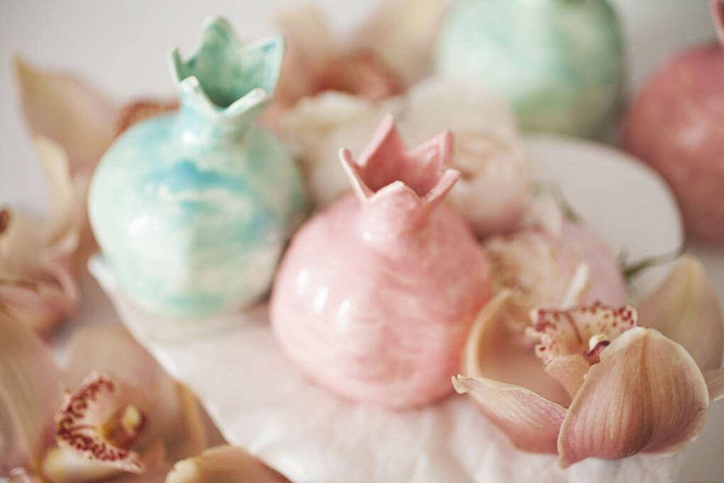 Гранат (вазочка). Керамика, белая глина, глазурь, эффектарная глазурь | «Ламбада-маркет»