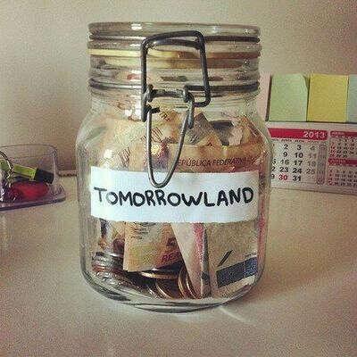 Откладывать деньги :)