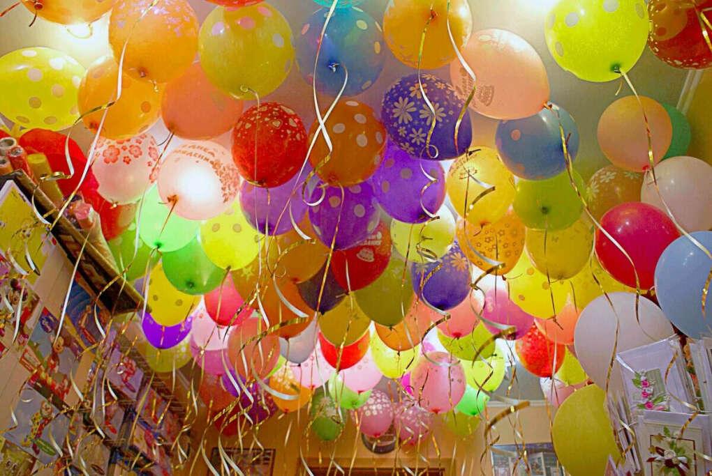 Воздушные шары и цветы