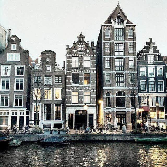Побывать в Амстердаме.