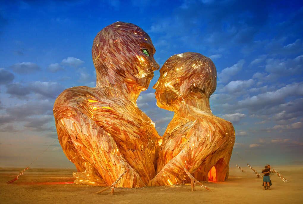 Побывать на фестивале Burning man