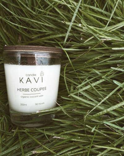 """Свеча ароматическая KAVI """"Скошенная трава"""", 10 см х 7.5 см, 1 шт"""