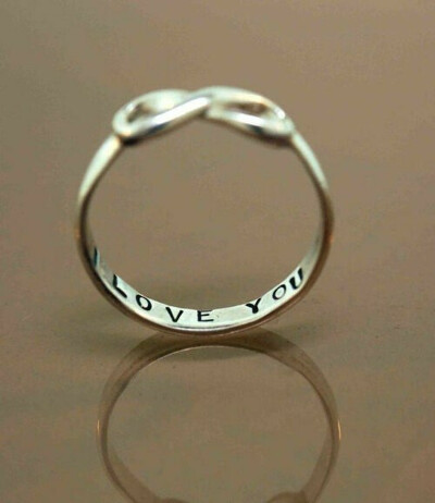 кольцо со знаком бесконечности